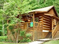 1 Bedroom Cabin Within Walking Distance to Downtown Gatlinburg and Trolley