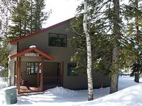 Beautiful cabin on Terry Peak with private hot tub and close to the ski slopes