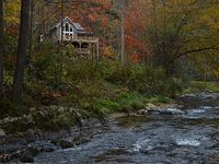 3 Bedroom 3 Bath Home Dramatic River Views In The Mountains-5 miles from AT