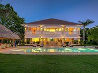Villa 4 Bedrooms 4 5 Baths Sleeps 10
