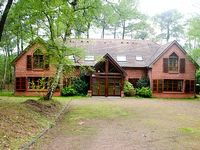 Large house in Scenic woodland - very close to golf courses