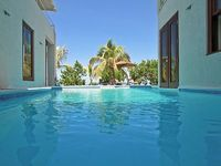 WATERFRONT BALINESE STYLE POOL STAFF SUNSETS Little Waters Negril 3BR