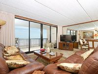Relax on the balcony while enjoying the view of the beach - 603