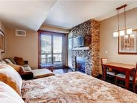 Elegant Studio w Complete Kitchenette Comfortable Furnishings Balcony