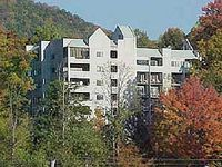 1 bedroom Condo less than a mile from Downtown Swimming pool access seasonal Wi-Fi FP