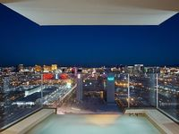 Amazing Luxury High Rise Condo Just A Few Minutes Walk From The Strip