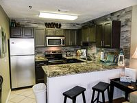 1BR Condo 4-6 Sleeps Bunks In Hall Close to the beach FREE NIGHT in Fall