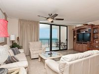 Beautifully decorated 3 bedroom condo - beach and laguna madre views