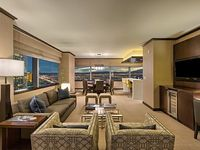 Jaw Dropping Views Huge Suite -2 Master BRs Heart of The Strip Chic Elegant