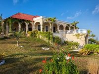 4 bedrooms and 4 5 bathrooms 7 000 sq ft on 12 acres with 450 feet of beach