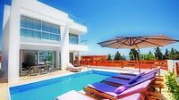Villa Phoebe - Modern Villa With Private Pool and Car Not required