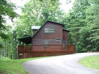 Cozy 3 bedroom with a view of the Smokies Includes seasonal pool access Hot Tub Jacuzzi and Fireplace