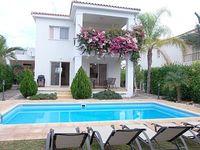 Coral Bay Tourist Location - 3 Bed Villa - 5 mins walk to Beach - Private Pool