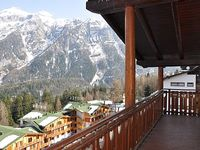 50 METERS FROM THE SLOPES AND FROM SKI - 10 MINUTES FROM MADONNA DI CAMPIGLIO