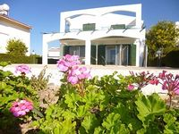 3 bedroom villa with pool free wifi and close to the beach