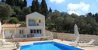 Modern 2 bedroom villa just 2 minutes walk from 2 beaches and 5 from Loggos