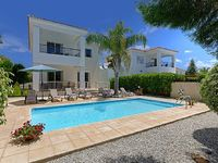 Three Bedroom Villa Sleeps 7