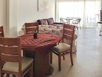Modern apartment in central Tel Aviv featuring a furnished balcony and WiFi 700m from the beach