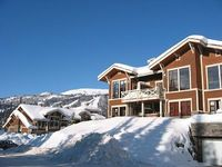 Ski In Ski Out 2 BDR 2BA Condo Comfortable and Clean