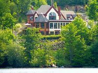 Lakefront Luxury Victorian Cottage at 45 Minutes From Montreal
