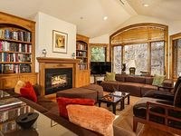 Airy 3 Story 4 Bedroom Townhouse 2 Blocks From Center Of Aspen
