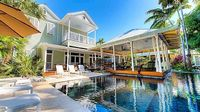 Spacious Island Compound in Truman Annex w Separate Master Suite Guest House
