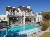 Kommetjie Way is a lovely 4 bedroom 4 bathroom en-suite beachhouse