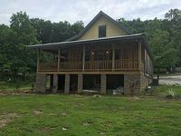 NEW 2-story cabin less than 2 miles from the square