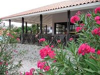 Tropical garden 3 bedrooms 2 bathrooms 50m from pool and child friendly