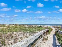 Oceanfront Pet Friendly - includes linens beach gear chairs umbrellas towels