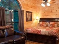 PET FRIENDLY Sleeps 2 King size bed with luxury linens Electric Fireplace in