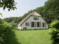 Farmhouse 5 Bedrooms 2 Bathrooms Sleeps 8