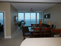 Lighthouse 1811 - Penthouse Views Without The Penthouse Price