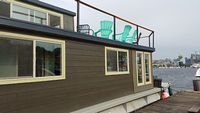 Stunning houseboat with even better Lake Union end of dock views