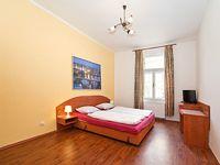 One Bedroom Apartment Sleeps 5