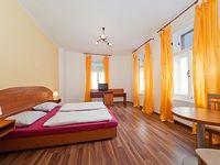 One Bedroom Apartment Sleeps 4