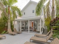 Sleeps 12 - Private Oasis on Duval Street Pool Parking