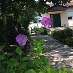 The house is located 5 minutes from downtown and 2 km from the country Renze