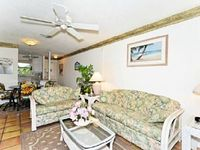 Great Family Unit with pool views Fans in Master bedroom and living room