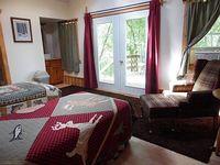 Spacious 2nd Floor Suite
