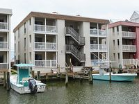 Fun Stylish 2 Bedroom Condo Located on the Bayside Canal with Free WiFi Only Three Blocks to Beach