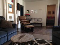 Familial Near Downtown Cozy Charm Modern Chic and Clean with awesome service