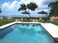 OPEN WATER PRIVATE ESTATE 3 Bedroom 2 Bath with a large Pool Sleeps up to 6