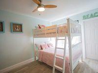 6 bedrooms 4 bathrooms sleeps 22 steps from sand
