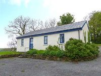 This excellent ground floor holiday cottage is located just outside the harbour village of Glandore on the south coast of Ireland in County Cork and can sleep four people in two bedrooms