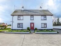 This semi-detached cottage is near the village of Wellingtonbridge in County Wexford and sleeps six people in three bedrooms