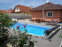 Holiday house with Pool and Internet