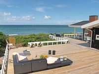 Holiday house by the beach with a panoramic view of the sea in Gilleleje up to 10p