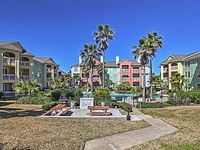2BR Galveston Condo w Community Pool