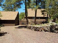 SPECTACULAR MOUNTAIN BLUFF CABIN WITH LAKE VIEWS-FENCED